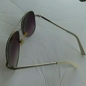 MENS AMERICAN EAGLE OUTFITTER AVIATOR SUNGLASSES